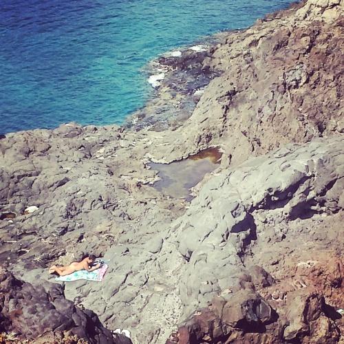 Nudismo en las rocas, otra forma de practicar nudismo